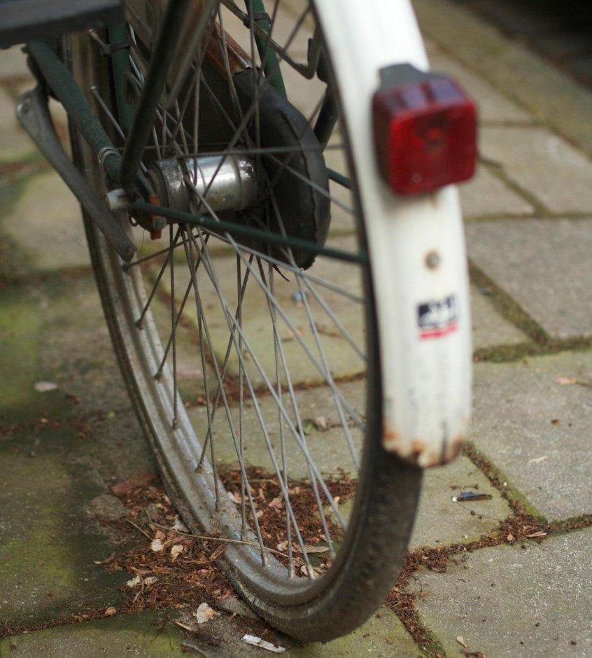 2.4 million Australians put off their bikes by helmet laws